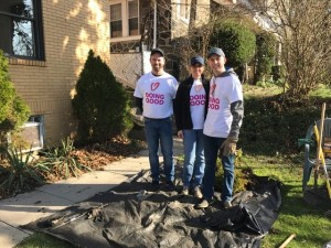 A family of volunteers from the Jewish Federation participating in Good Deeds Day.